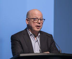Le président et chef de la direction de l'ACA, Ron Lund, s'adresse au public à la présentation des 10 marques les plus influentes au Canada, au Globe and Mail Centre de Toronto.
