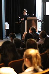 Joan Brehl, vice-présidente et directrice générale, AAM Canada explique à l'auditoire l'importance de choisir un éditeur audité par des vérificateurs indépendants et crédibles.
